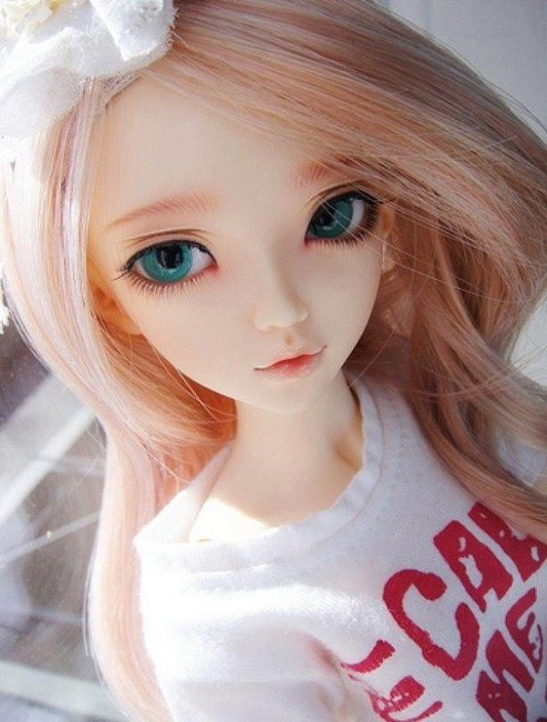 Close Pic Of A Doll