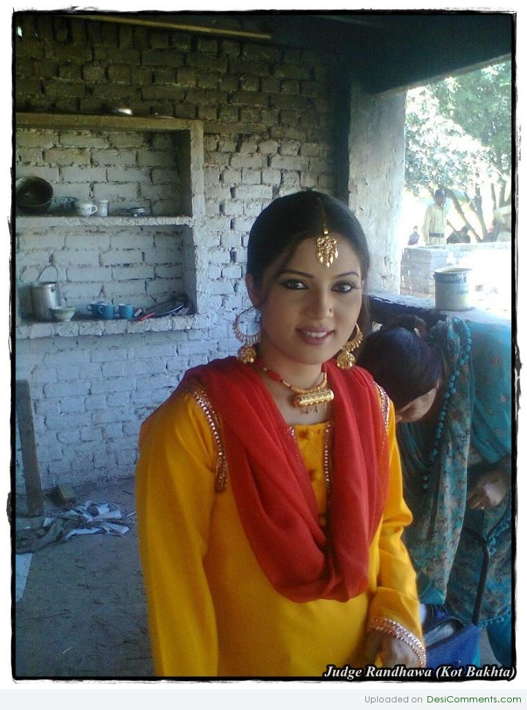 Desi girls pictures images graphics for facebook - Punjabi desi pic ...