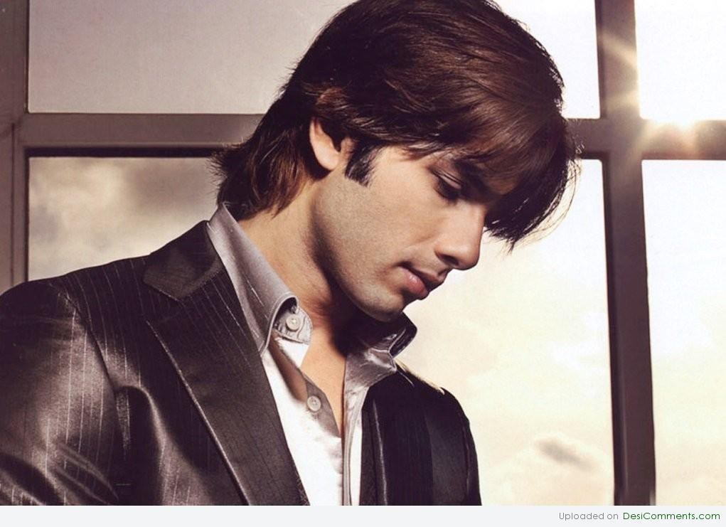 Shahid Kapoor Giving Side Face Pose Desicomments Com
