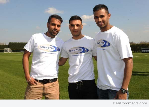 Jaz Dhami On Right Side