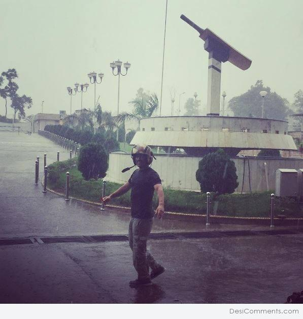 Rare Pic Of MS Dhoni