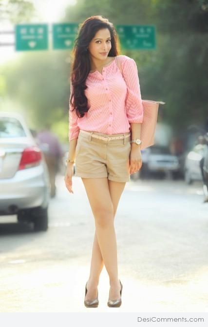 Picture: Preetika Rao Actress In Shorts