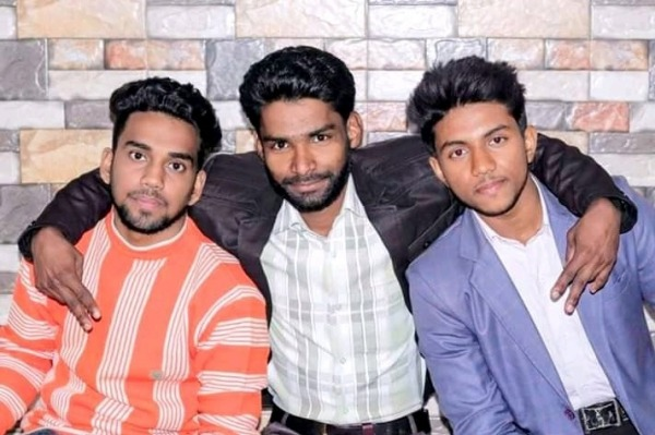 Picture: Rocking Yash With Friends