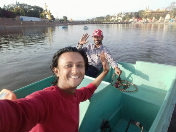 Picture: Javed Shah Khajrana Taking Selfie With His Friend