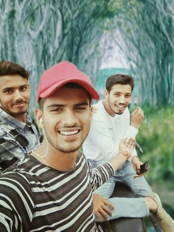 Mukesh Shehar Channi With His Friends