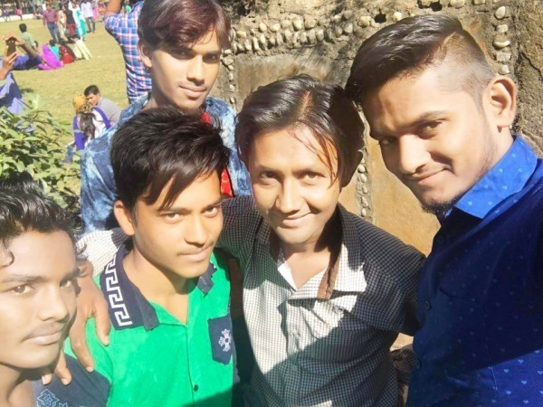 Picture: Prankstar Dheeraj Taking Selfie With His Friends