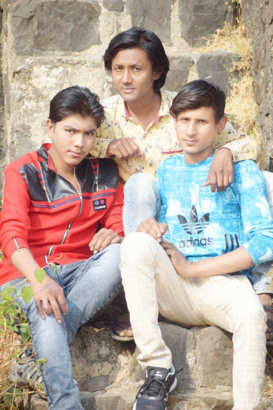 Javed Shah Khajrana With His Friends