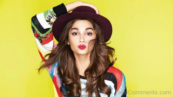 Alia Bhatt Wearing Hat-DC28