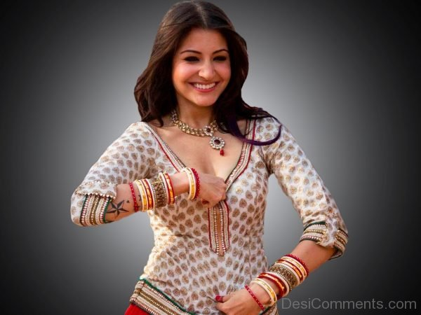 Actress Anushka Sharma-DC02