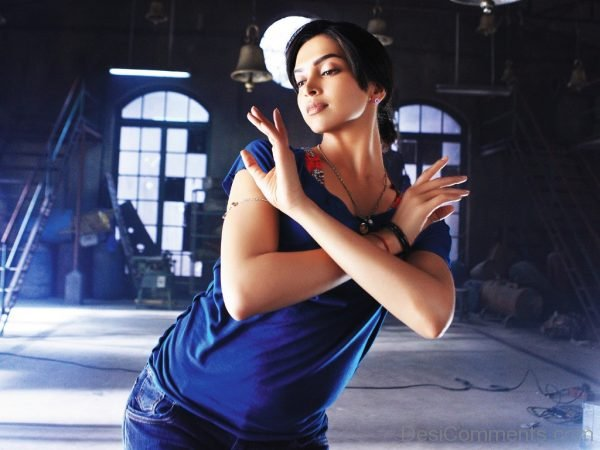 Actress Deepika Padukone Dancing-DC01