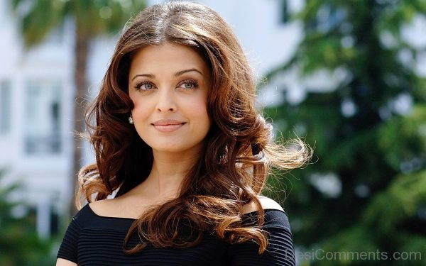 Aishwarya Rai Looking Gorgeous