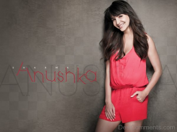 Anushka Sharma Looking Beautiful-DC25