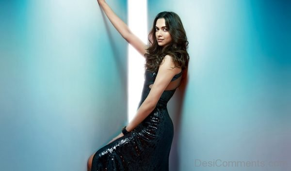 Bollywood Gorgeous Actress Deepika Padukone-DC22