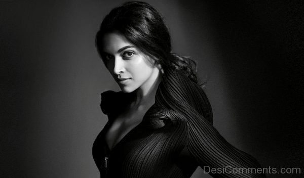 Deepika Padukone Black And White Wallpaper-DC32