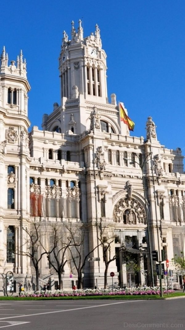 Madrid building wallpaper