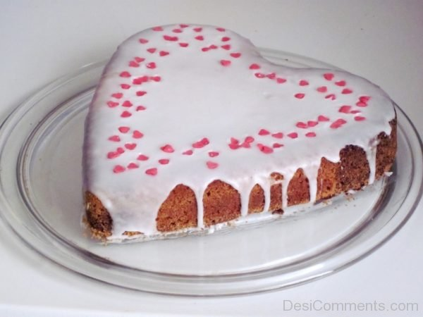 Brillant Happy Birthday Heart Shape Cake
