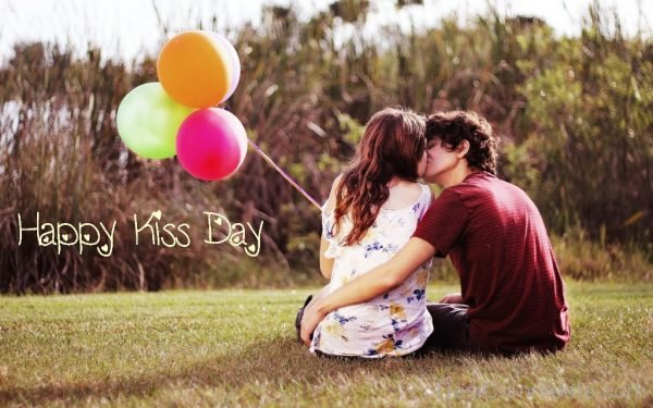Happy kiss Day Cute Pic