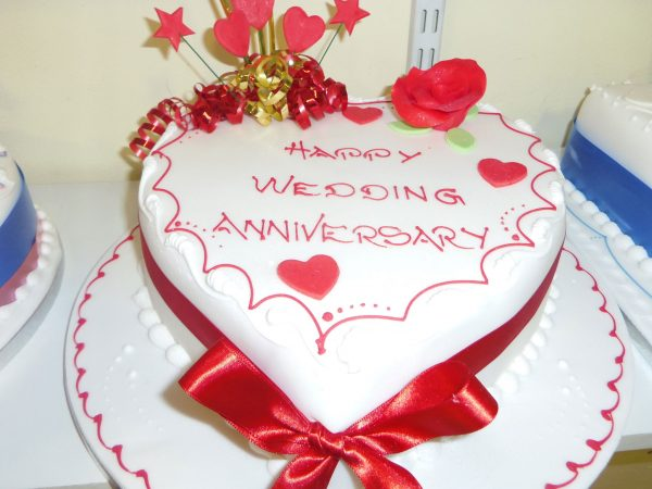 Happy wedding anniversary cake image