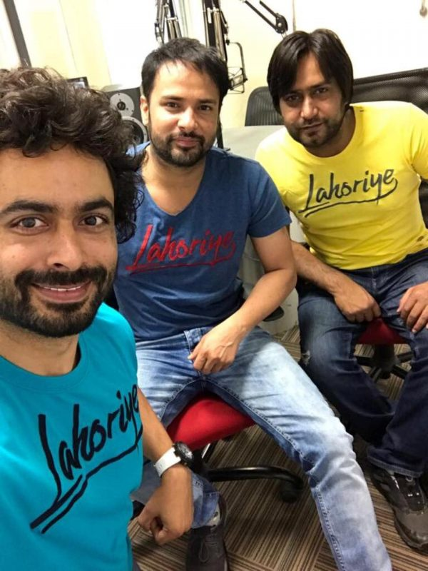 Amrinder Gill With His Friends