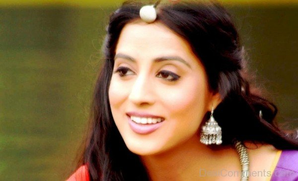 Mahi Gill Wearing Nice Ear Rings