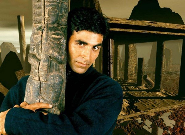 Akshay Kumar Giving a Pose000