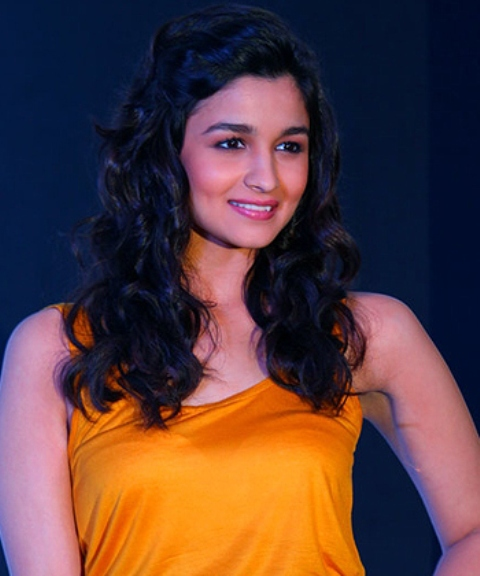 Alia Bhatt In Curly Hairstyle - DesiComments.com