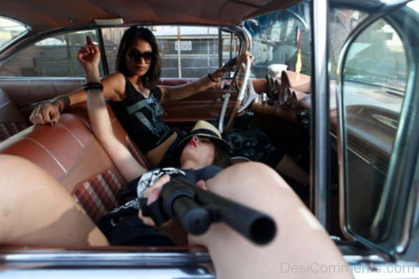 Gangster Girls With Gun
