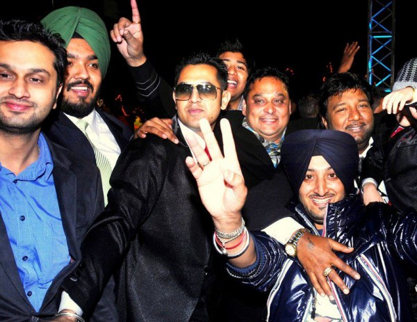 Inderjit Nikku With Others Celebrities
