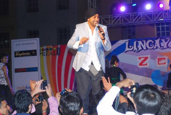 Jassi Sidhu During Stage Show