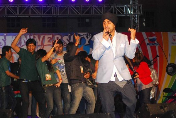 Jassi Sidhu Performing A Stage Show