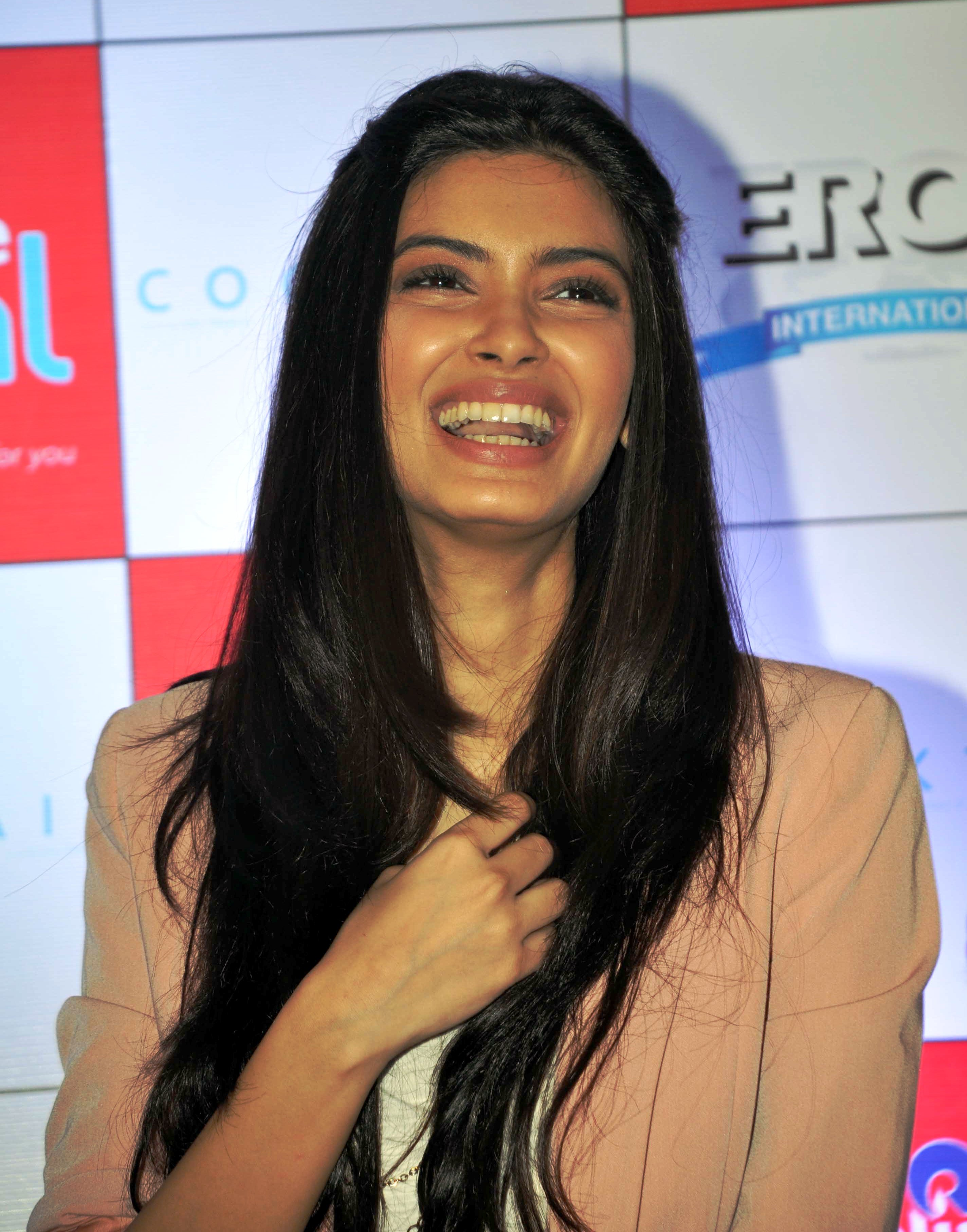 Laughing diana penty desicomments com