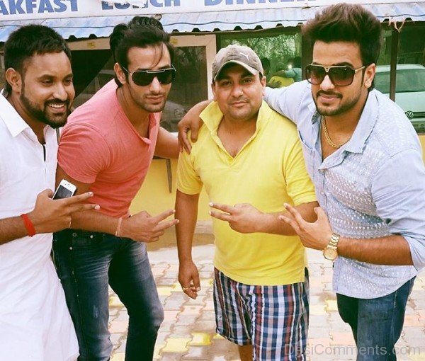 Mankirt Aulakh With His Friends