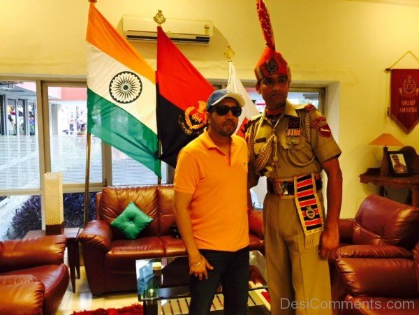 Mika Singh With BSF Solider