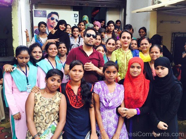 Mika Singh With His Fans