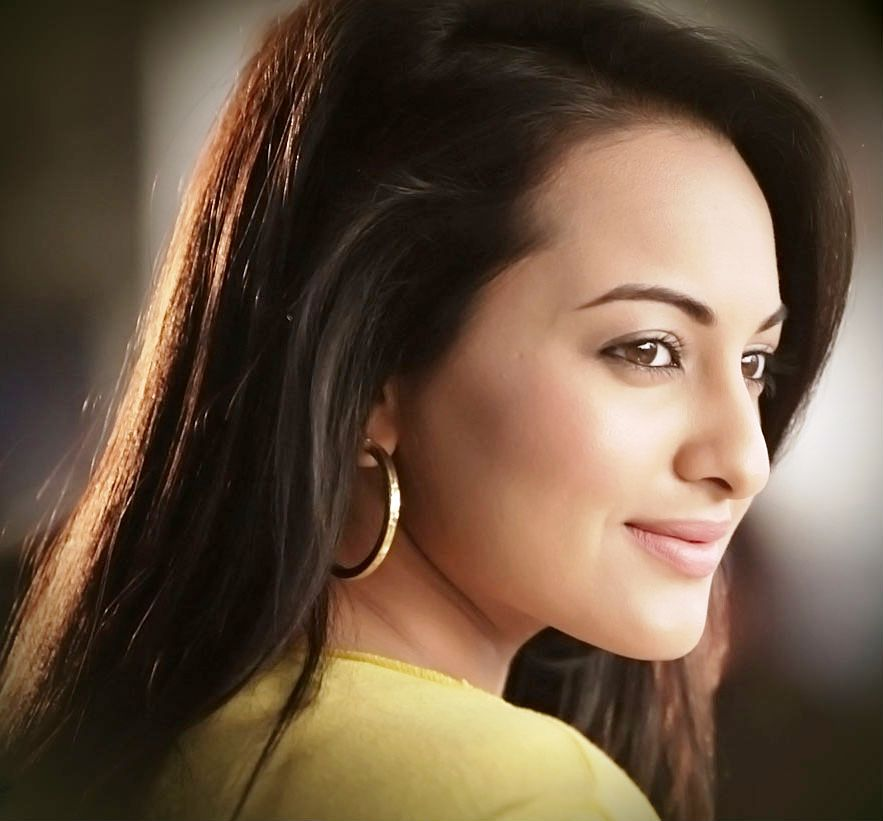 Most Beautiful Indian Actress Sonakshi Sinha - Desicommentscom-6700