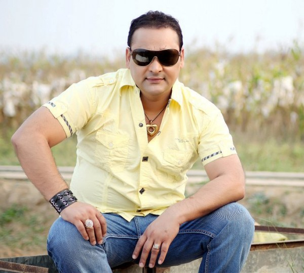 Nachattar Gill Wearing Yellow T-shirt With Jeans