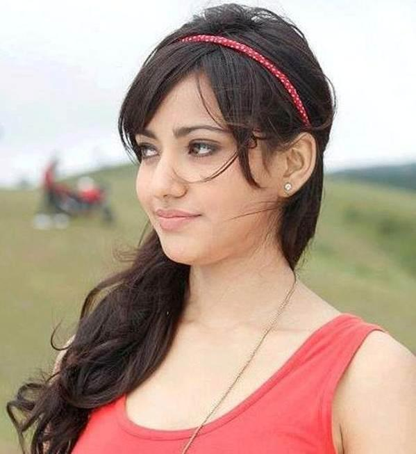 Neha Sharma Beautiful Hairstyle Desicomments Com