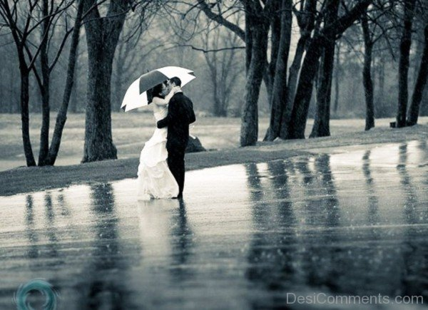 Sweet Couple Standing In Rain- DC 32078
